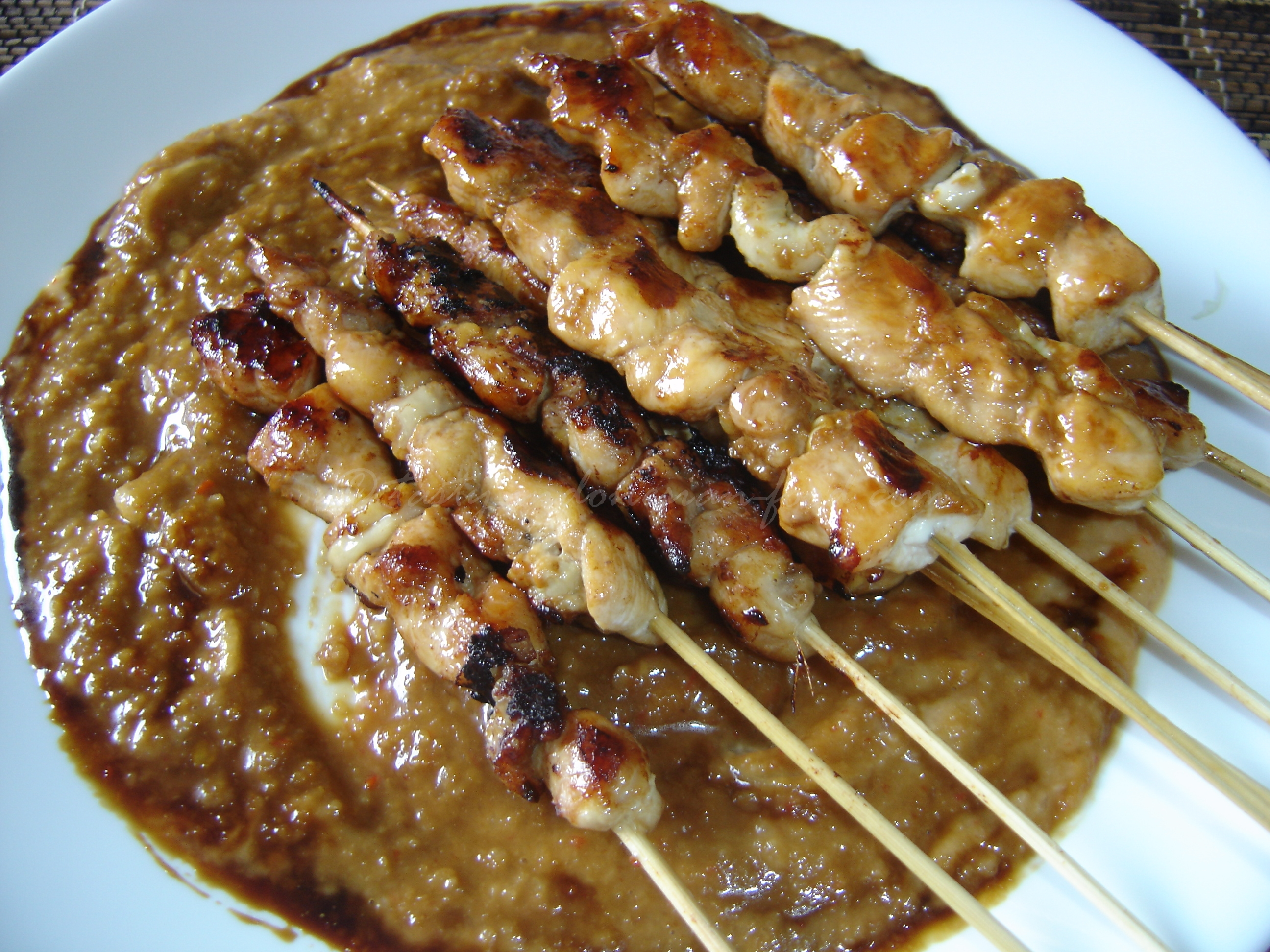 satay a taste of malaysias national snack A variation of the meat satay is the satay lok-lok from penang and satay celup (dip satay) from malacca both are malaysian chinese innovations of the mongolian hotpot and the malay satay raw meat pieces, tofu pieces, century eggs, quail eggs, fish cake pieces, offal or vegetable pieces are skewered on bamboo sticks.