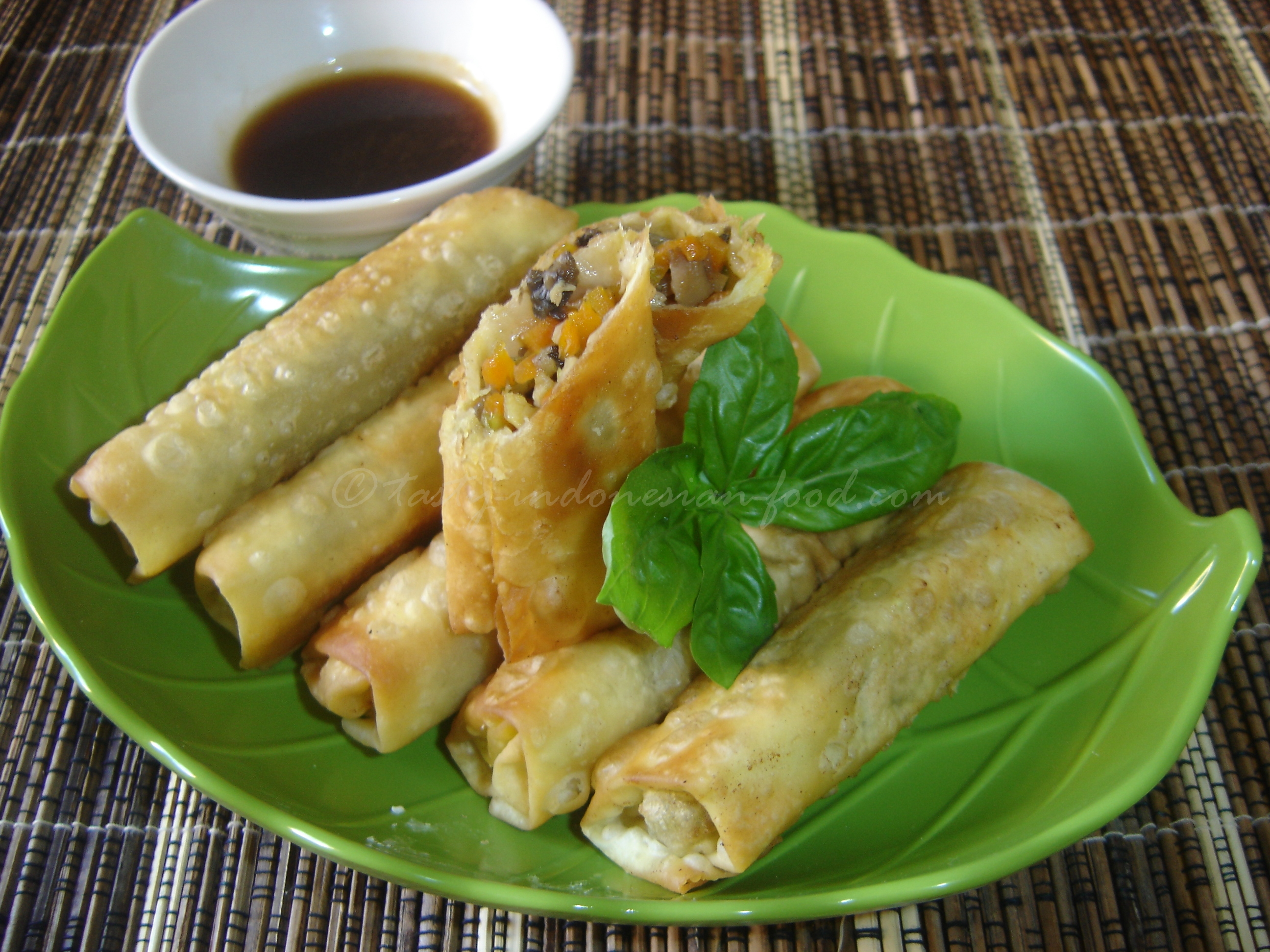 Tasty indonesian food lumpia ayam this is a great choice of easy tasty appetizer for your party its really tasty in indonesia you can find it easily in some restaurants or food stalls in forumfinder Gallery